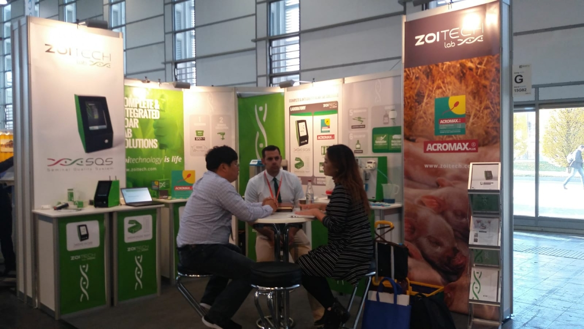 eurotier 2018 zoitechlab chatting with visitors